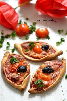 Bonjour! Aujourd'hui s'est mini pizza à la tomate (et au saumon à venir)