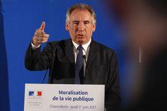Bayrou renchérit face à l'exécutif, Matignon durcit le ton