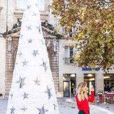 • Nouveau look sur le blog avec mon top rouge @grain_de_malice 🎅❤️ LAPENDERIEDECHLOE.com ✔️ #LaPenderiedeChloé #graindemalice #christmasoutfit #bordeauxmaville || J-4 avant Noël ! ARE YOU READYYY ?!