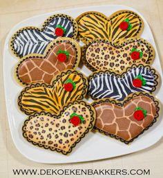 Animal Print Valentine Heart Decorated Sugar Cookies by De Koekenbakkers  #cookiedecorating