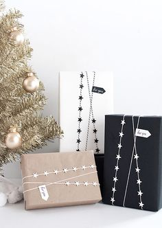 56 Genius Gift Wrapping Ideas to Try This Holiday Season - Julie H. Nancy - 56 Genius Gift Wrapping Ideas to Try This Holiday Season - Creative Gift Wrapping, Present Wrapping, Creative Gifts, Wrapping Paper Ideas, Wrapping Gifts, Cute Gift Wrapping Ideas, Gift Wrap Diy, Wrapping Papers, Black Wrapping Paper