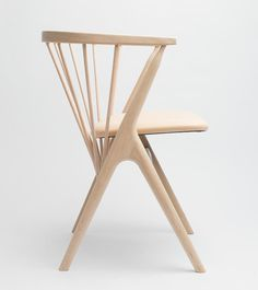In 1953 Helge Sibast designed the chair Sibast No 8.