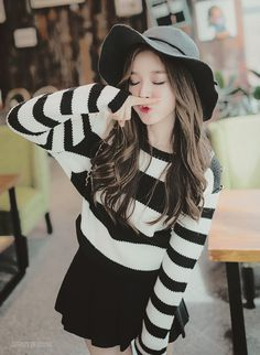 Cyndi — Kim Shin Yeong is the ultimate goals. Korean Girl Fashion, Ulzzang Fashion, Ulzzang Girl, Asian Fashion, Ulzzang Style, Korean Ulzzang, Kpop Fashion Outfits, Girl Outfits, Cute Outfits