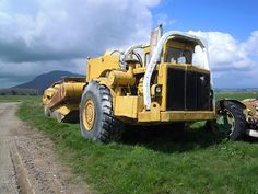 New Zealand-based with cab and retrofitted ROPS structure. This machine looks like it's had a hard life and is just about ready for retirement. Countryside looks like the upper Thames/Waikato area, but the photo was not dated, or location specified. International Tractors, International Harvester, Heavy Construction Equipment, Heavy Equipment, Toyota 4runner, Toyota Tacoma, Excavation Equipment, Welding Rigs, John Deere Tractors