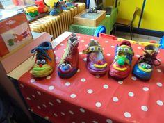 Gekke schoenen! (LaLaLien) Kindergarten Themes, Messy Play, Shoe Art, School, Dozen, Comedy, Carnival, Crazy Shoes, Over Knee Socks