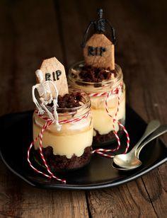 Tumbas de #Halloween: Vasitos de #Brownie con natillas de vainilla y mousse de cacao