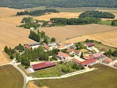 Grand gîte Seine et Marne pour trente personnes dans le village de Coulombs en Valois en Ile de France
