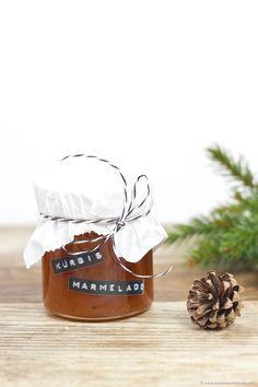 Kürbismarmelade mit Ingwer und Tonkabohne als selbst gemachtes Weihnachtsgeschenk aus der Küche // pumpkin jam with ginger and tonka bean as DIY Christmas gift