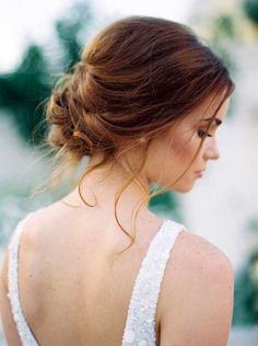 What's the Difference Between a Bun and a Chignon? - How to Do a Chignon Bun – Easy Chignon Hair Tutorial - The Trending Hairstyle Prom Hairstyles For Short Hair, Bride Hairstyles, Teenage Hairstyles, Elegant Hairstyles, Asymmetrical Hairstyles, Hairstyle Ideas, Latest Hairstyles, 1940s Hairstyles, Beehive Hairstyle