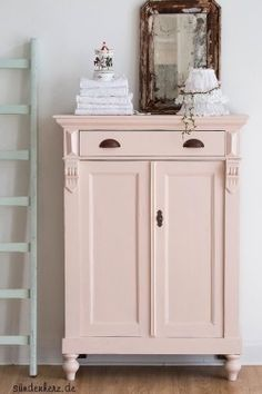 de/ vertiko in rosa Farbe Farrow&Ball Pink Ground - Best Interior Design Ideas Furniture Projects, Furniture Makeover, Home Furniture, Furniture Design, Furniture Plans, Repurposed Furniture, Shabby Chic Furniture, Painted Furniture, Country Cupboard
