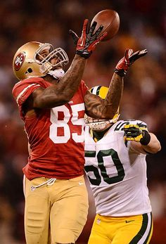 Vernon Davis. Tight End for the San Francisco 49ers. Patron of the arts and Christian man.