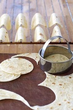 What shall I use besides shrimp. Bite Size Shrimp Tacos (Prawn) - the mini taco shells are made by draping cut tortilla rounds on the oven rack wires! Filled with shrimp and a spicy adobo sauce.A recipe for mini taco shells in the oven without any sp Taco Appetizers, Shrimp Taco Recipes, Shrimp Recipes For Dinner, Appetizer Recipes, Mexican Food Recipes, Canapes Recipes, Bite Size Appetizers, Cheese Recipes, Mini Tacos