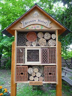 Balkon Pełen Róż: Rośliny pomocne pszczołom
