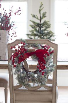 DECO #Christmas: sillas muy navideñas. Tips de expertos para #decorar #sillas esta #Navidad ➳ bit.ly/1TD4d6F #deco #home #homedecor