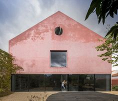 Red House Location: Vendas de Azeitão, Portugal Program: Single family house, 360 m2 Budget: € 220.000 Client: private Year: 2011-2016 Architecture:…