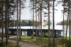 This recently designed villa is a prefabricated holiday home for a couple and their five active children by PlusArchitects Ltd, on Lake Päijänne, Finland. Villa, Box Houses, Lake Cabins, Mountain Homes, Helsinki, Scandinavian, Building, Outdoors, Mountains