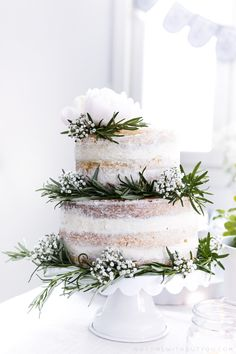 This is so beautiful, botanical naked cake