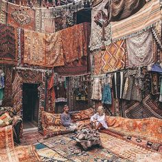 Hanging out in Turkey - the land of magic carpets. Picture by @doyoutravel