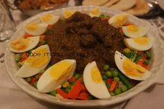 Mavrou A Cape Malay traditional dish which is usually served at weddings, on Eid and other special occasions. Mavrou is a very colourful dish and is usually made with steak. Ingredients: 1 kg cubed… Goulash, Fennel Seeds, Coriander, Eid, Steak, Special Occasion, Cape, Traditional, Dishes
