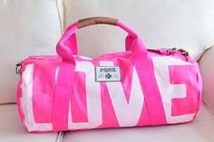 56 new ideas sport gym fashion duffle bags Pink Love, Vs Pink, Pink Duffle Bag, Duffel Bags, Leila, Pink Nation, Gym Style, Fitness Style, Pink Outfits