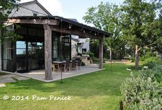 Hill Country style and a downtown view in the garden of Ruthie Burrus | Digging