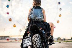B A T B A C K P A C K  #erosrazzi#luxurybrand#bags  #photo#photooftheday  #repost#street#streetstyle  #harleydavidson#panoramicwheel  #bat#backpack#for#batwoman  #enjoy#the#black#wild#life www.erosrazzi.it