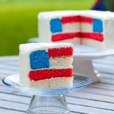 Looking for some easy and delicious Fourth of July desserts? How about some of July food ideas? This post is full of easy to make, adorable treats to please the whole family for July Fourth Of July Cakes, Fourth Of July Food, 4th Of July Party, July 4th, Patriotic Party, 30 July, March, Cupcakes, Cupcake Cakes