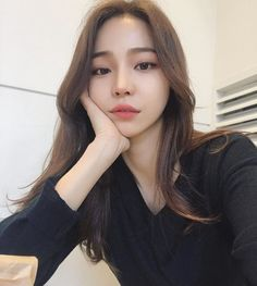 Can someone tell me her name plz uzzlang girl, girl face, korean make up Korean Beauty Girls, Pretty Korean Girls, Cute Korean Girl, Beautiful Asian Girls, Asian Beauty, Uzzlang Girl, Girl Face, Mode Kpop, Chica Cool