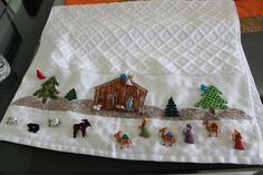 Feliz Navidad ,  hoy  les comparto  esta linda toalla decorada con  botones Nativity Crafts, Christmas Nativity, Christmas Art, Christmas Decorations, Xmas, Christmas Ornaments, Holiday Decor, Christmas Bathroom Sets, Christmas Towels
