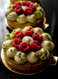 Pistachio Raspberry Tartelettes is part of Desserts These pistachio raspberry tartelettes are so bright and vibrant The taste is a great mix of sweet and tangy! And the colour contrast makes it eve - Tart Recipes, Sweet Recipes, Dessert Recipes, Cooking Recipes, Fancy Desserts, Just Desserts, Gourmet Desserts, Raspberry Tarts, Sweet Tarts