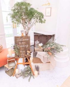 「ようこそ!」の気持ちを伝える「ウェルカムスペース」。ゲストがはじめて目にするおもてなしの場だからこそ、色々とこだわりたいですよね♩ 最近はウェルカムスペースがますます自由に、そしてとってもオシャレになってきています♡* そこで今回はウェルカムスペースの装飾アイデアについて。おすすめのアイテムやコツを伝授しちゃいますよ! Wedding Photo Table, Wedding Welcome Table, Wedding Photo Gallery, Space Wedding, Wedding Goals, Bridal Show Booths, Wedding Furniture, Reception Signs, Wedding Coordinator