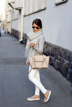 15 Stylish Ways To Rock Neutrals This Fall #Fall #Neutrals #Rock #Stylish #this #Ways Mode Outfits, Casual Outfits, Fashion Outfits, Womens Fashion, Fashion Trends, Office Outfits, Office Attire, Sweater Outfits, Fashion Bloggers