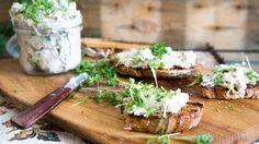 Makreelpaté met zuurdesemtoast - Little Spoon Yummy Snacks, Snack Recipes, New Years Eve Snacks, Dutch Recipes, Lactose Free, Food Pictures, Family Meals, Feta, Tapas