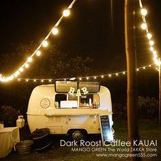 ライトアップされたトレーラーの写真(カウアイ島のコーヒースタンド・ダークルーストコーヒー)78