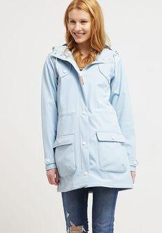 551616808df4 Lässig durch regnerische Zeiten. Derbe ISOLA - Regenjacke    wasserabweisende Jacke - cool blue