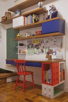 Shelves above desk for the corner Baby Bedroom, Kids Bedroom, Home Decor Furniture, Kids Furniture, Boys Room Design, Lego Room, Kids Corner, Home Office Decor, Kids Decor