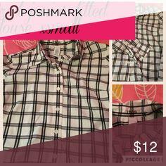 Izod  xsmall Junior blouse! Next to new! Cute Izod stripe Junior blouse xsmall! Tops Button Down Shirts