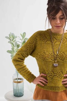 The moonflower is beautiful but untamed; the elegant flowers and dark green leaves have a tendency to spread out on windy stems and overcome gardens. Jumper Patterns, Sweater Knitting Patterns, Knitting Designs, Knit Patterns, Knitting Sweaters, Knit Jumper Pattern, Color Patterns, Pullover Sweaters, Knit Basket