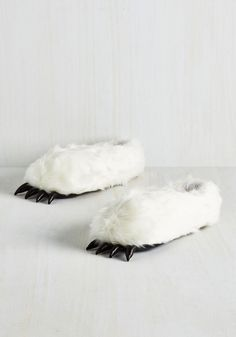 Best Is Yeti to Come USB Foot Warmers. Just when you thought slippers couldnt get any snugglier, you discover these plush foot warmers! #white #modcloth