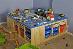 lego-table-rb3wreath-via-flickr  https://www.flickr.com/photos/rb3wreath/4216365553/