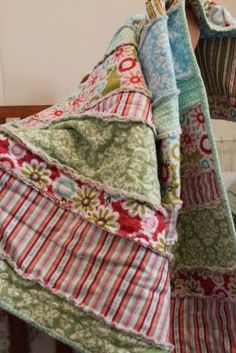 Super cute 'n easy and easy rag quilt    All you need:  7 different, yet coordinating flannel fabrics cut @ 1/2 a yard each  (so 7 half yards of fabric)  2 yards of solid flannel fabric for the batting (the middle of the quilt)  (white is usually the best)  about half a yard of matching fabric for the binding  matching thread  sewing machine  scissors  Idea for M's quilt ....