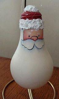 Reciclemos adornos navideños Para hacer estos días de fiesta... http://bilbolamp.blogspot.com.es/2013/12/reciclemos-adornos-navidenos.html