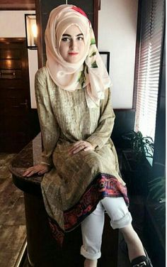 Modern Hijab Fashion, Abaya Fashion, Muslim Fashion, Modest Wear, Modest Dresses, Muslim Girls, Muslim Women, Pakistani Bridal Hairstyles, How To Wear Hijab