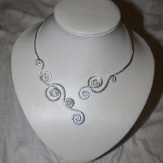 1000 id es sur le th me bijoux en fil d 39 aluminium sur pinterest bijoux fil d 39 alu pendentif en. Black Bedroom Furniture Sets. Home Design Ideas