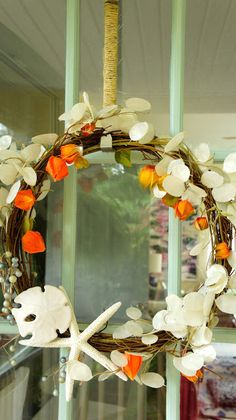 Another beautiful coastal wreath that's fit for Fall. See more here: http://www.completely-coastal.com/2013/09/beautiful-beach-fall-wreath-ideas.html