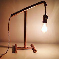 Atara este o lampa cu design delicat, perfecta pe o noptiera, alaturi de o carte buna Desk Lamp, Table Lamp, Studio, Lighting, Design, Home Decor, Homemade Home Decor, Light Fixtures, Table Lamps