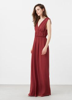 Langes Kleid mit Drapierung