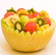 http://javirecetas.hola.com/ensalada-de-frutas/#  Ensalada de Frutas que buenas son, a mi me encantan...con excepcion de algunas frutas que no me gustan...pero en realidad son muy pocas...