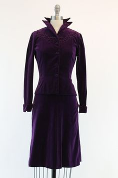 Gorgeous 1940s suit in the softest velvet! Done in a eye catching deep purple color. Fitted jacket has a stand up pointed lapel collar with metal