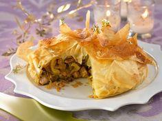 Découvrez la recette Pastilla de Noël à la dinde, au foie gras et aux fruits secs sur cuisineactuelle.fr.